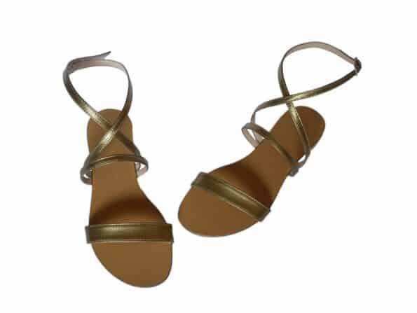 sandale flat aurii